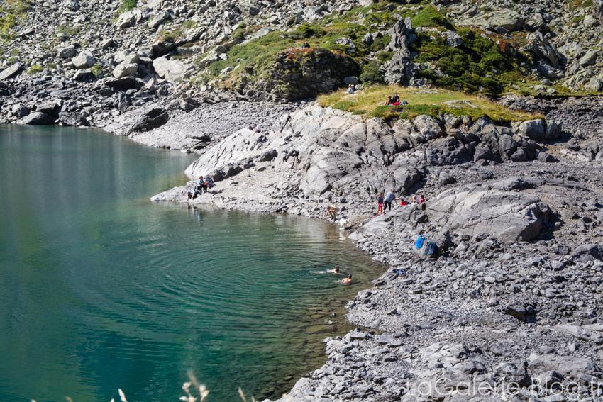 vue sur le lac crozet et montagnes