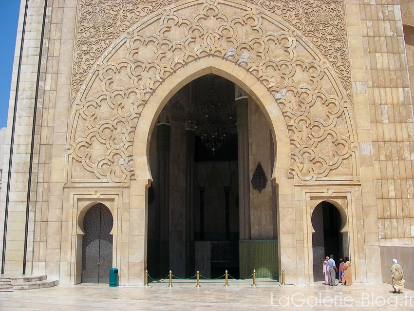 porte ouvragée mosquée hassan II