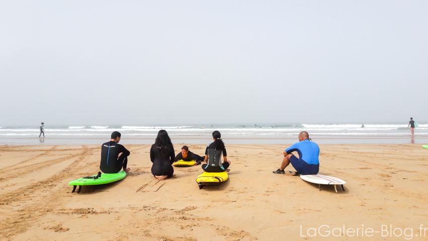 eleves pendant un cours de surf à Taghazout spot anfa