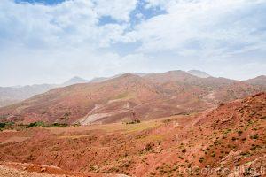 paysage de montagnes rouges dans l'atlas