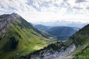 vue sur la vallée de la clusaz