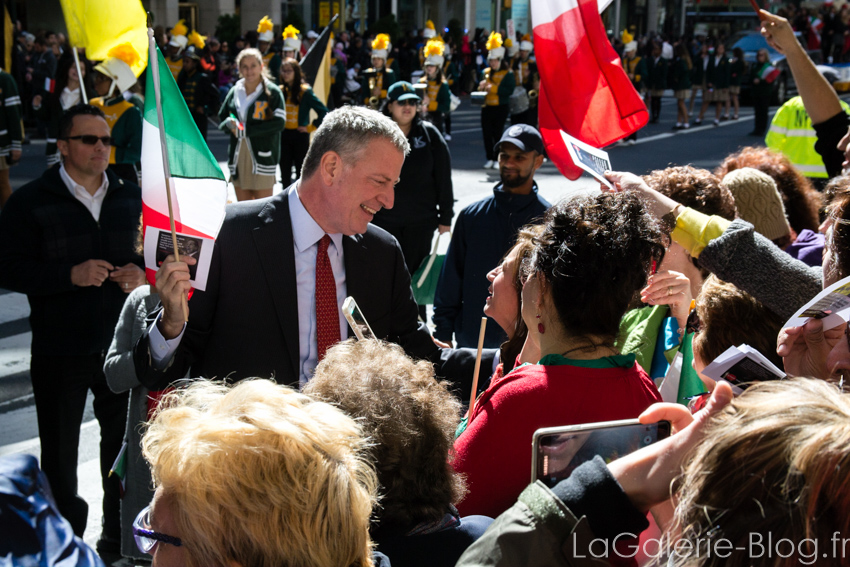 Bill de Blasio smiling to demonstrators