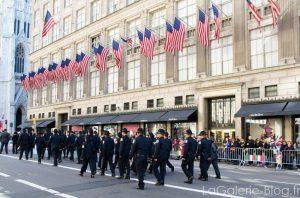 defilé de policiers a new york