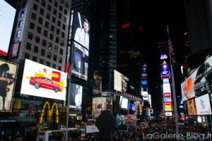 vue de nuit d'une rue à New York