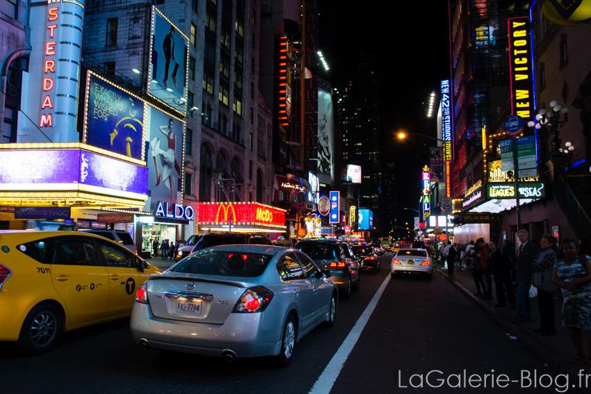 rue a time square le soir