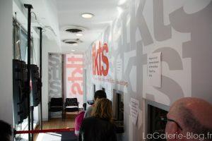 un guichet de tkts à new york pour les achat de places de comédies musicales