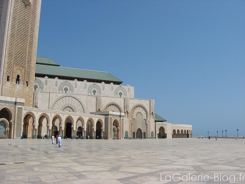 place devant la mosquée hassan II