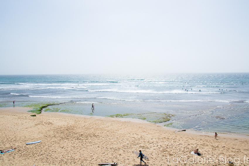 plage ericeira avec les surfeurs