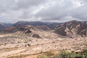vue depuis la pucara de tilcara sur les montagnes