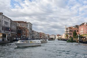 grand canal et bateaux