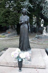 statue sur une tombe