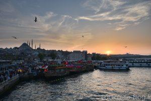 vue sur Istanbul depuis le pont galata au coucher du soleil