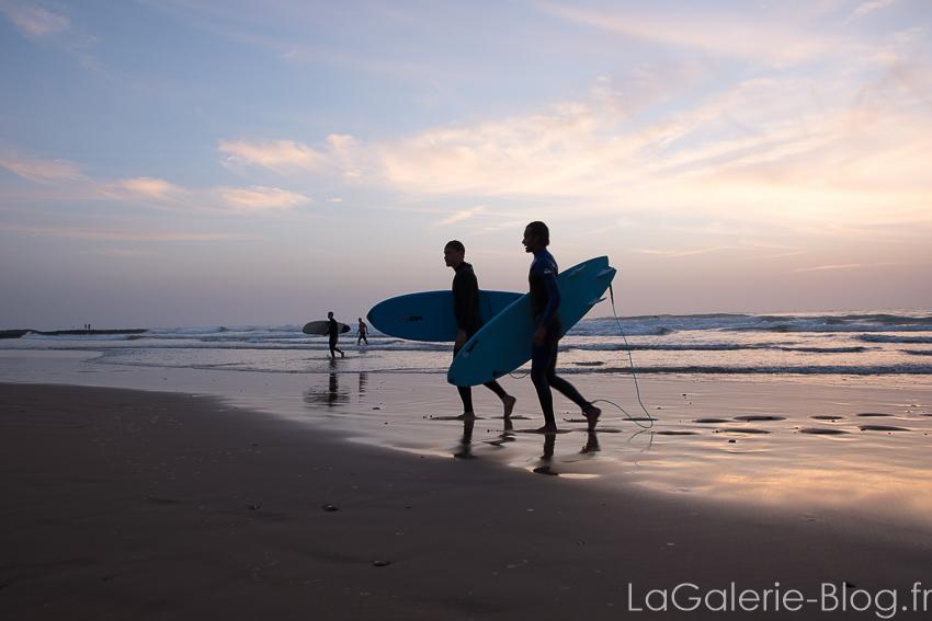 surfeur à la cathédrale imsouane